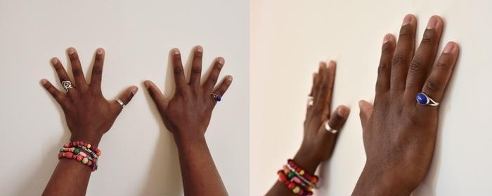 deux mains à plats muscler ses doigts pour mieux jouer de la guitare basse
