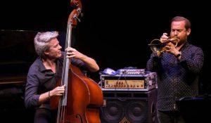 contrebassite de jazz kyle eastwood
