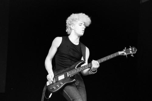 adam clayton bassiste U2