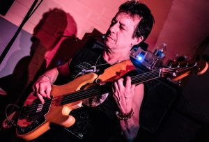 bassiste eric serra